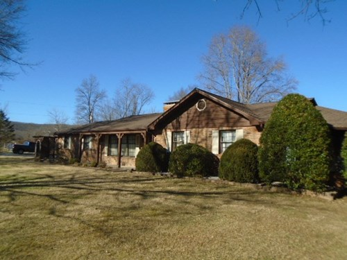 MISSOURI HOME WITH LAKE ON 9 ACRES IN ARCADIA VALLEY
