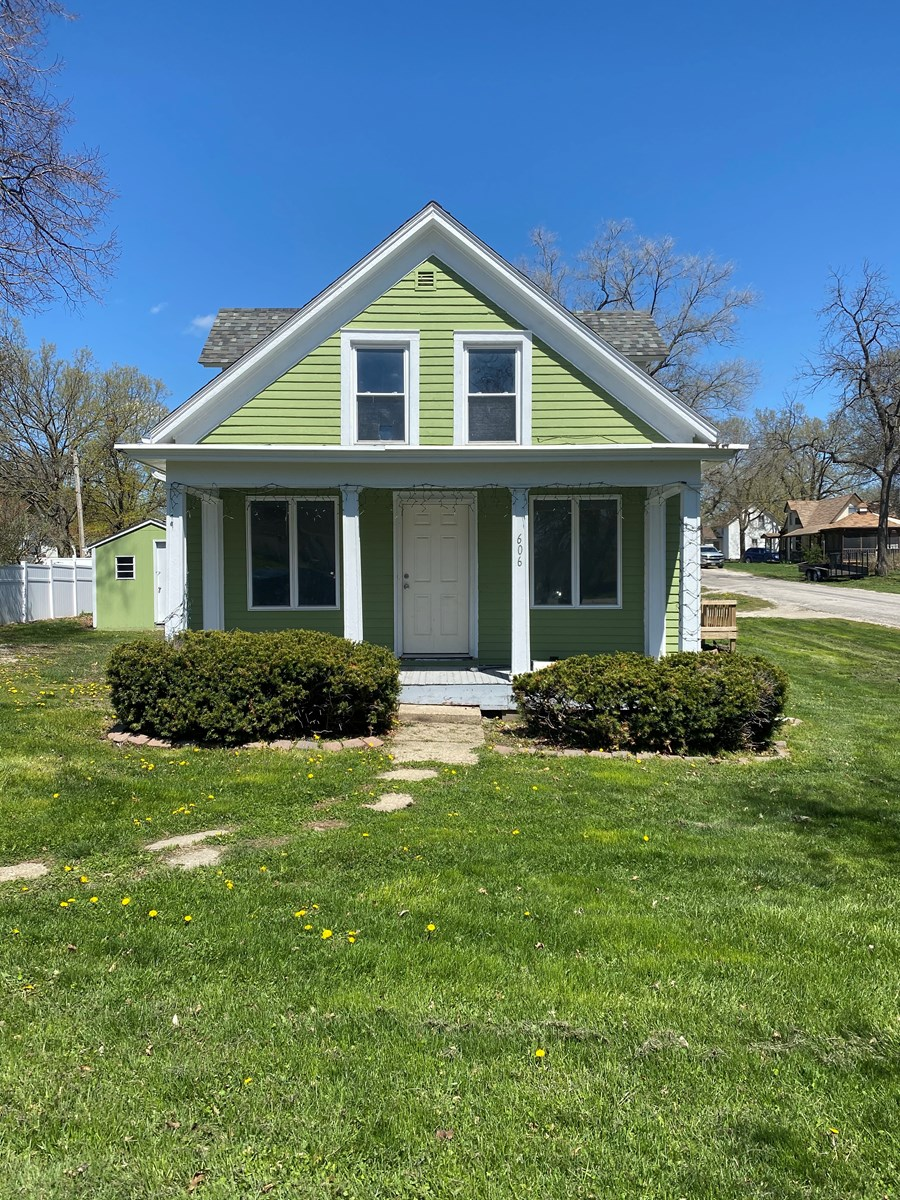 Affordable Home For Sale in Mount Ayr Iowa Close to School