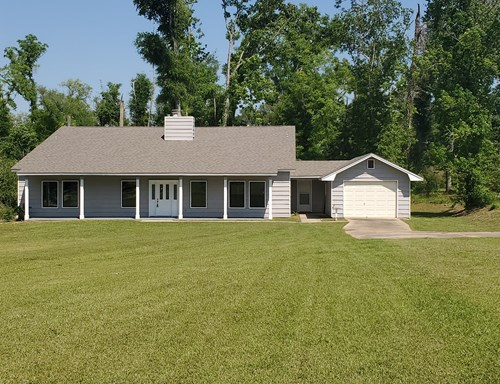 Large updated home in Marianna Florida near everything