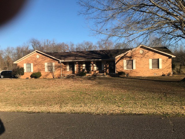 Brick 3 BR 2 BA in Jackson Tn On 1 Acre Lot with 2car Garage