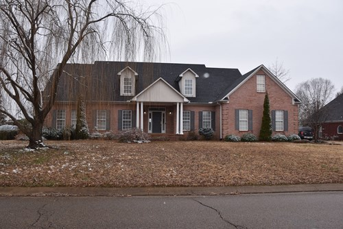 Brick 4 BR 3 BA, 2 Car Garage with large lot in Jackson Tn