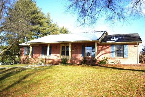 3 bedroom 2.5 bath brick home in Wytheville, VA