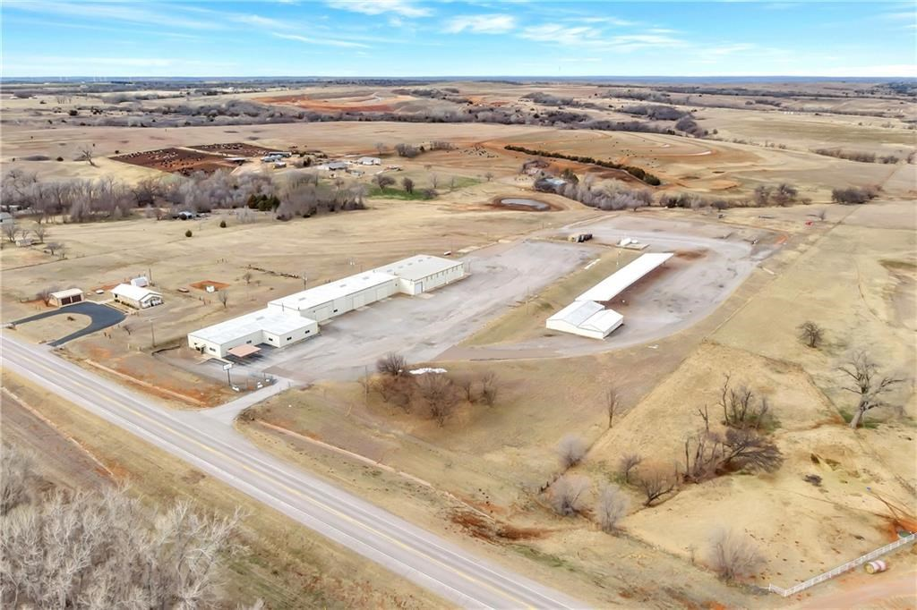 COMMERCIAL PROPERTY ON LAND IN BECKHAM CO