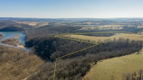 WATERFRONT FARM IN NORTHWEST ARKANSAS FOR SALE