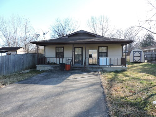 2 Bed 1 Bath home in town! Located on Pine Street