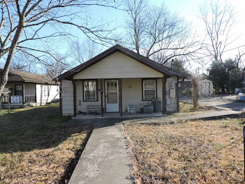 2 Bed 1.5 Bath in town on a small lot!