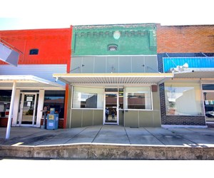 Business Front For Sale in Thayer, MO