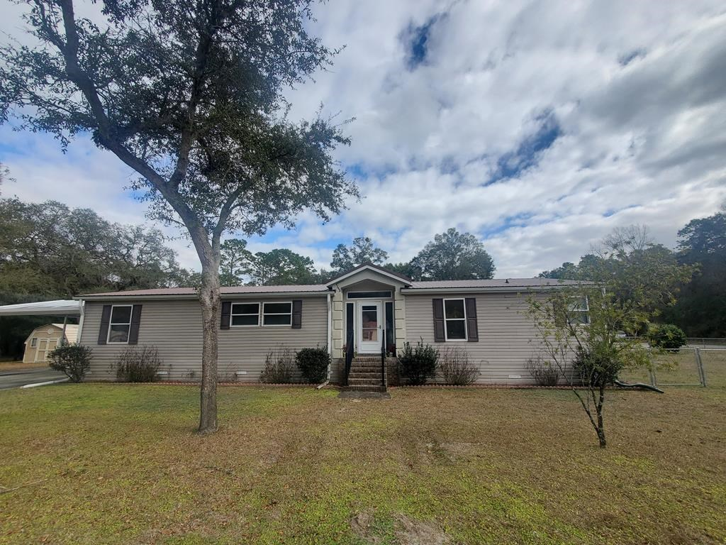Spacious DWMH in Silver Oaks S/D! Home includes generator!