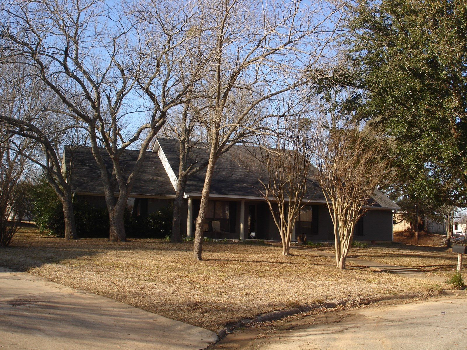 Home In Town For Sale Located In Paris Texas