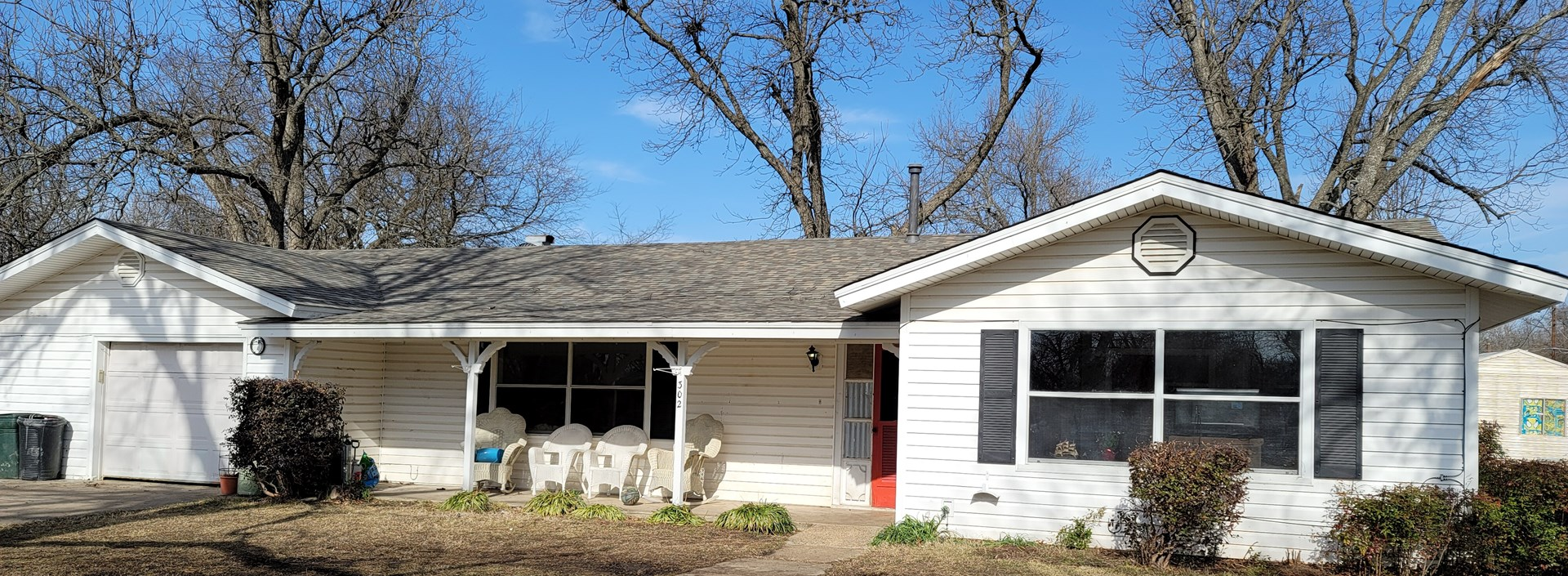Country Home In Town For Sale Located In Roxton Texas