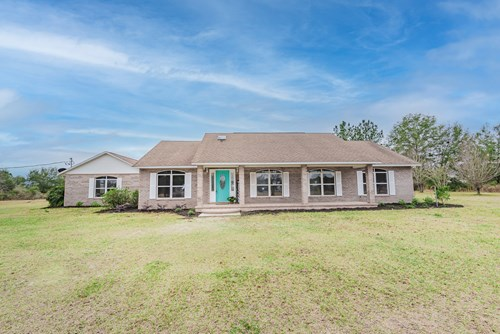 SPACIOUS HOME ON 10 ACRES FOR SALE IN FORT WHITE, FL