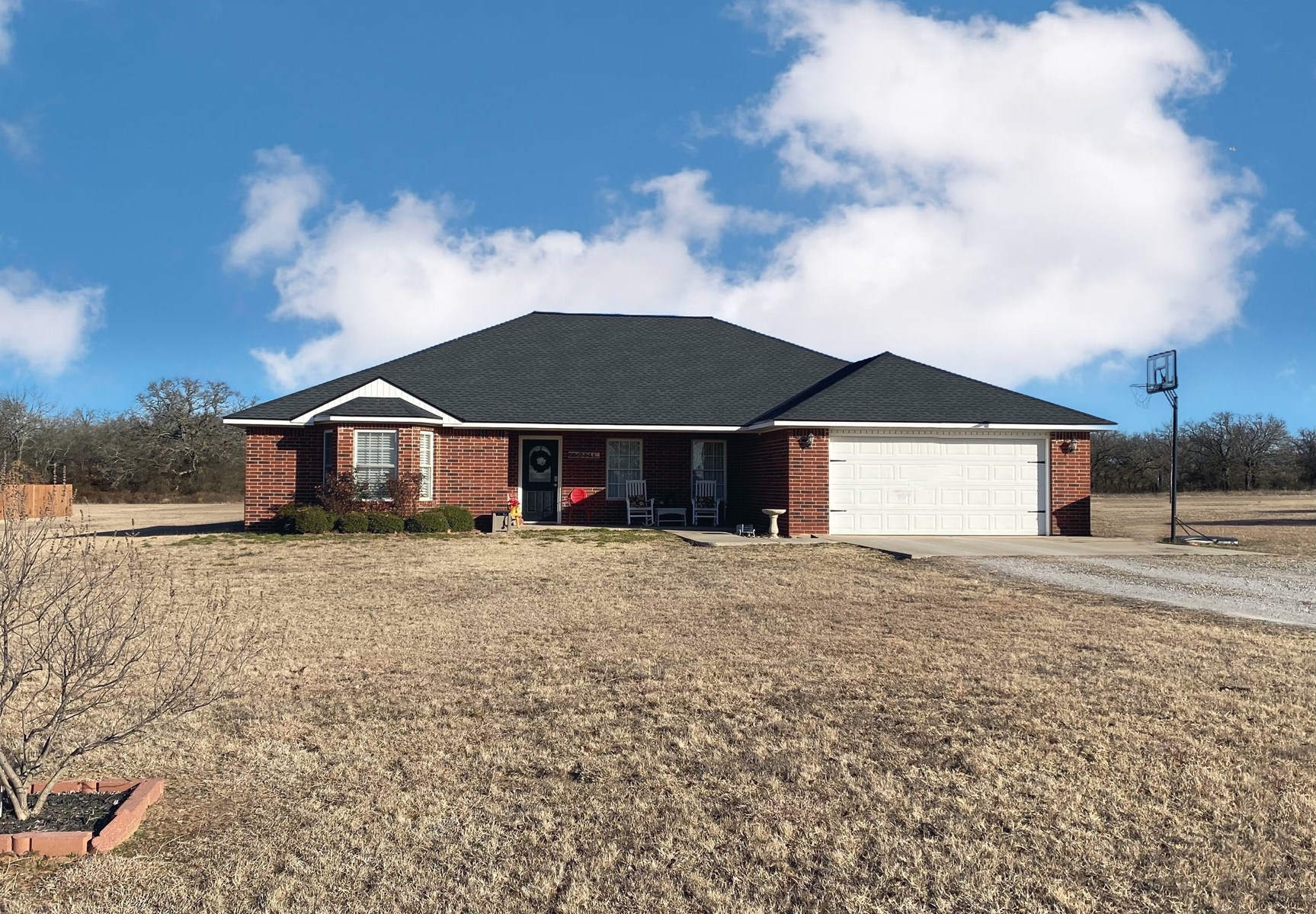 SOUTHERN OKLAHOMA COUNTRY HOME ON 2+ ACRES-LONE GROVE SD