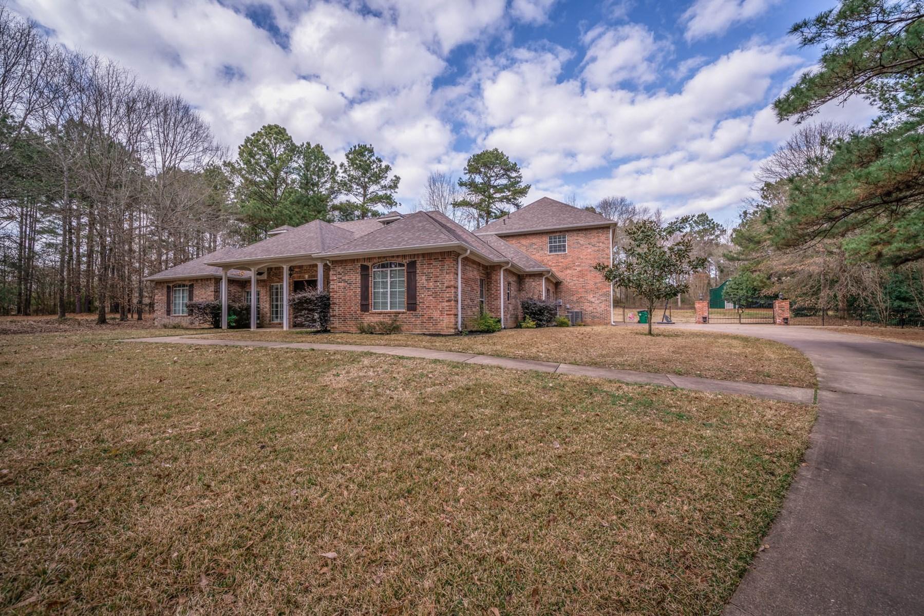 Country Home For Sale iIn Longview, Texas.