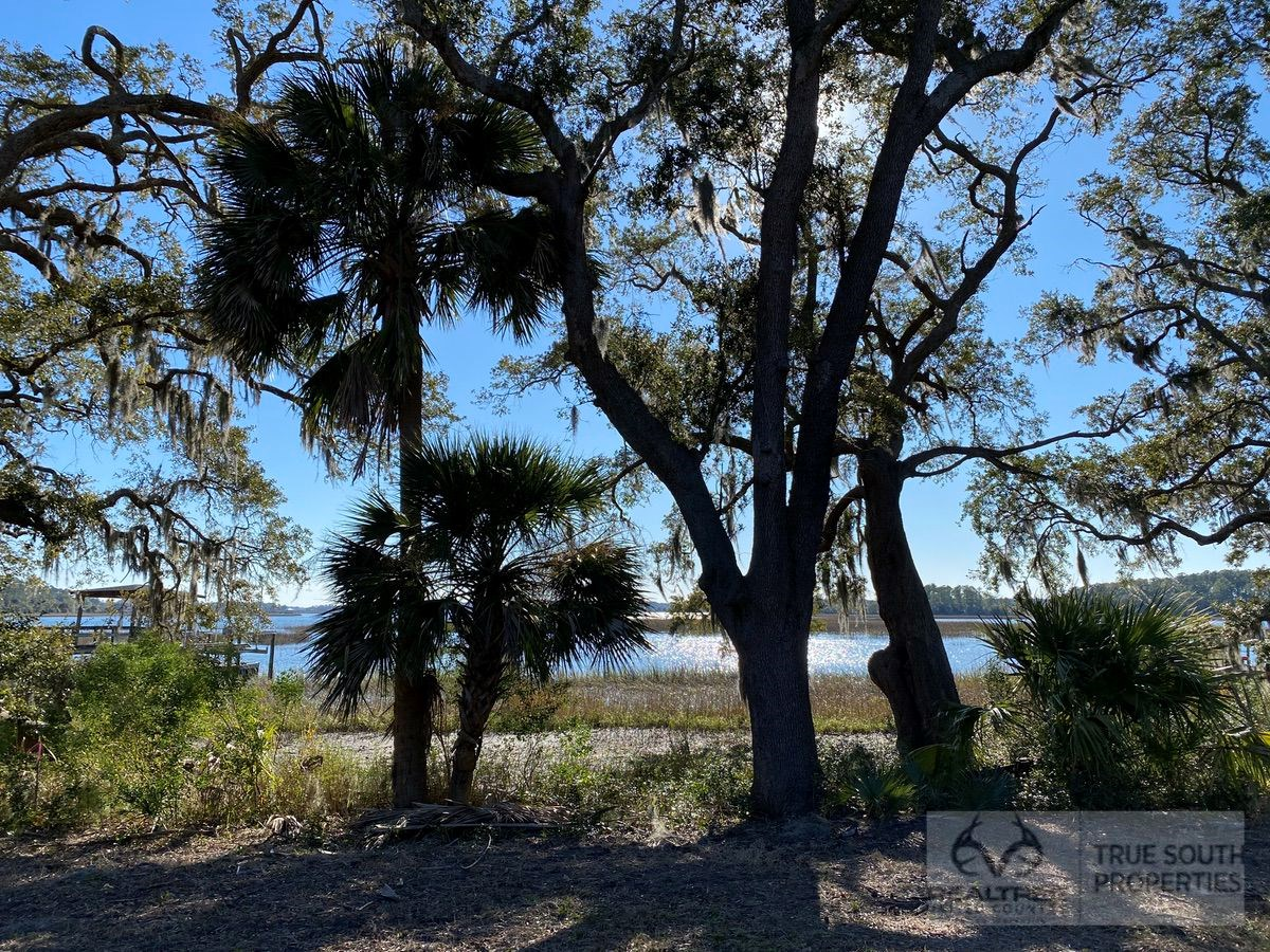 Beaufort / Perryclear Waterfront Creek Lot