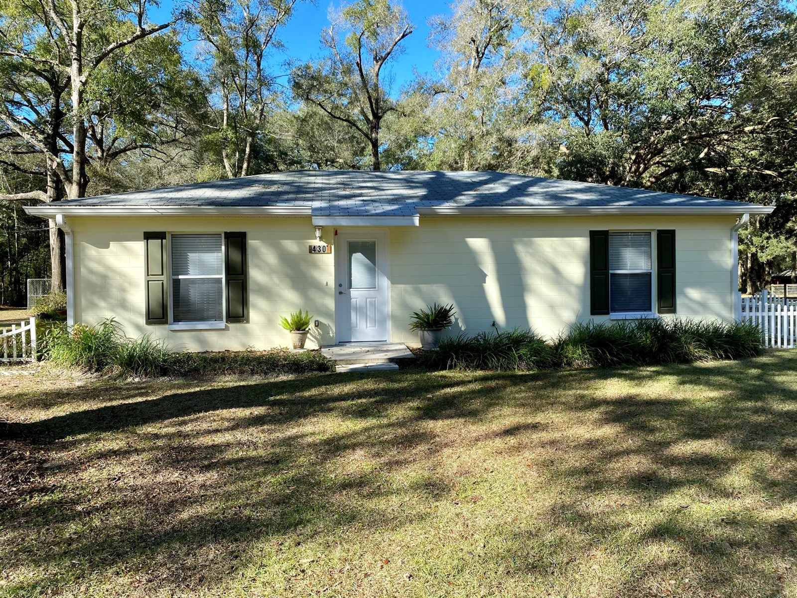 2 Bedroom 1 Bath Cottage on 1.89 Acres outside of Newberry,