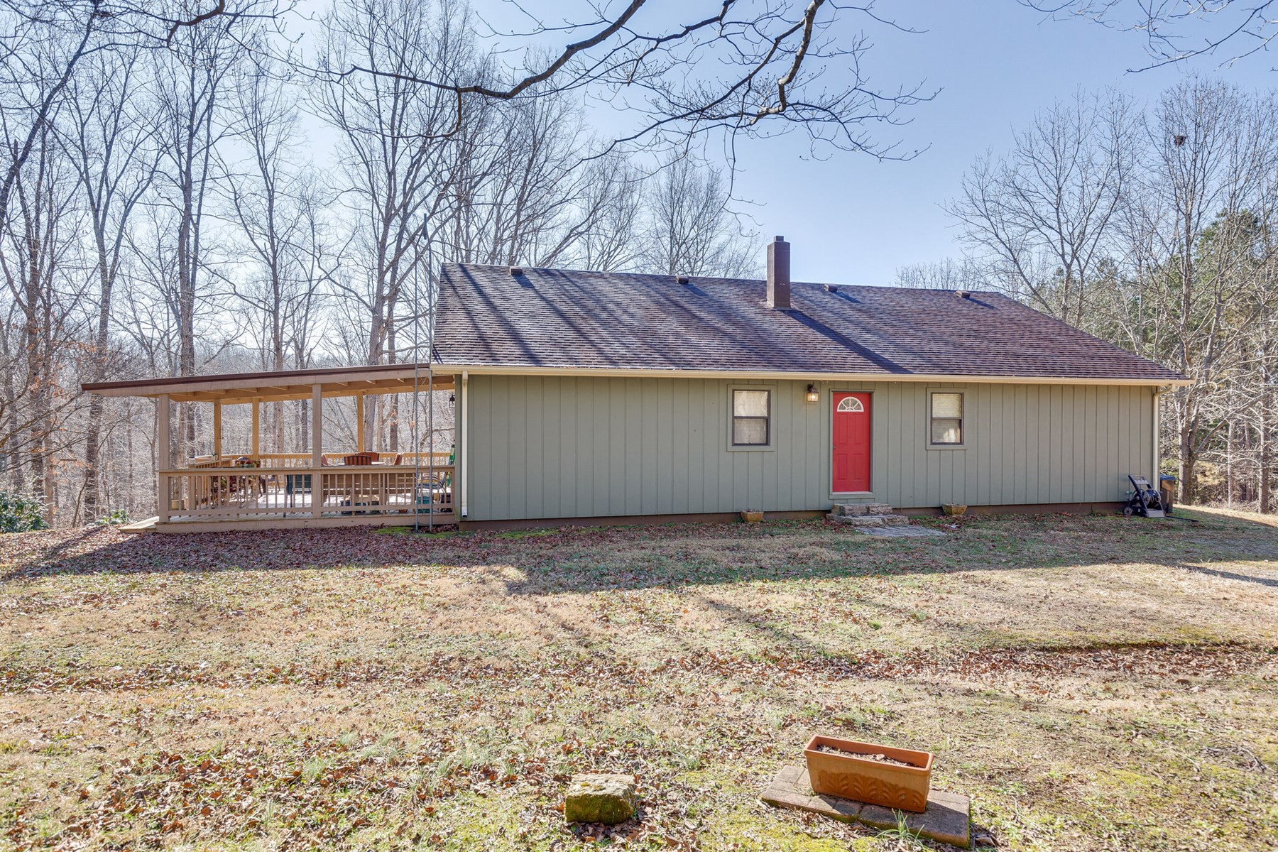 Country Home for Sale with Acreage in Hohenwald, Tennessee