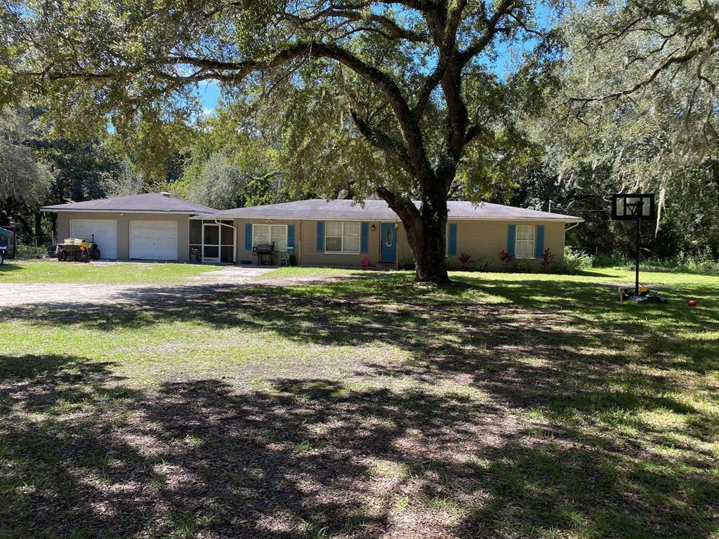 BEAUTIFUL AND SPACIOUS CB HOME IN CHIEFLAND FLORIDA!