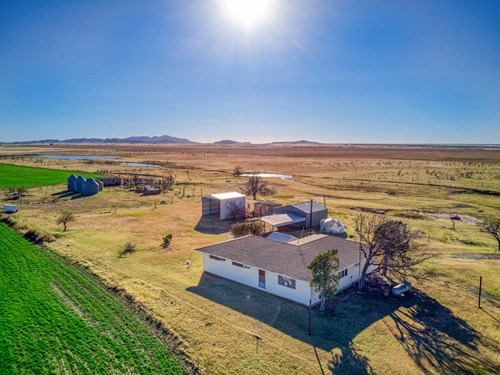County Home, Barns, and ±10 Acres, Kiowa County, Oklahoma