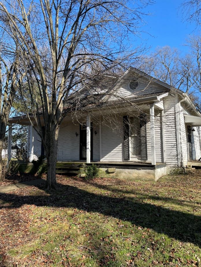 Country Home with Acreage for Sale in Mount Pleasant, TN