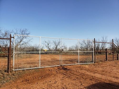 west Texas High-Fenced Hunting Ranch near San Angelo