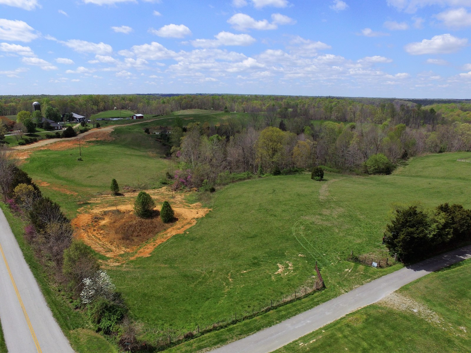 BUILDING LOT-NO RESTRICTIONS-UTILITIES AVAIL./ LIBERTY, KY