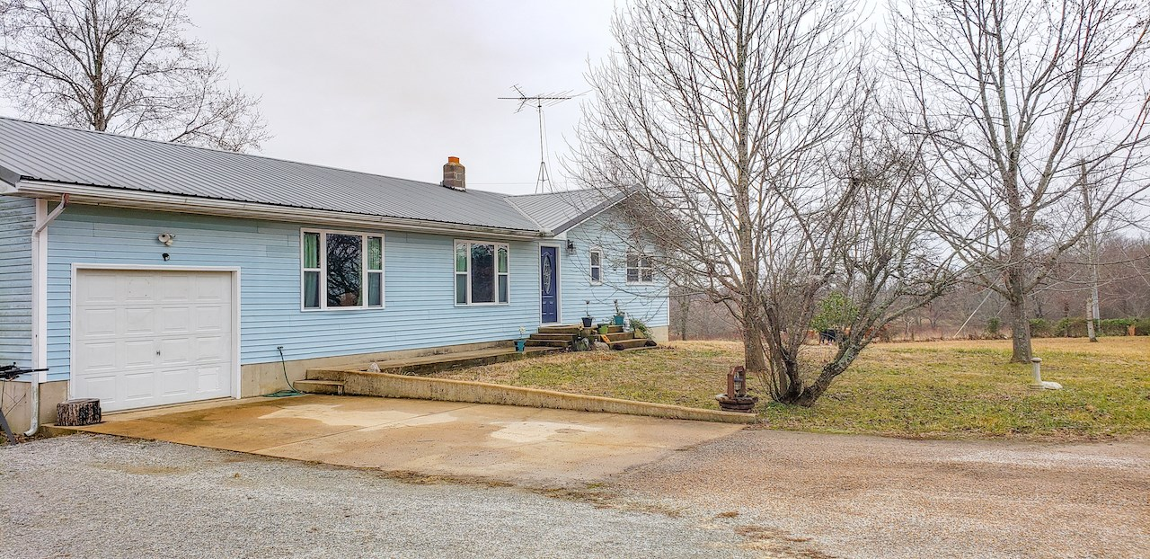 Home for Sale in Gainesville MO