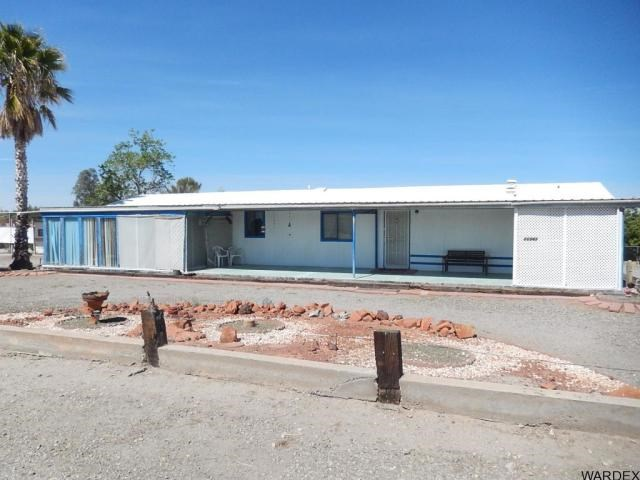 Three Bedroom Home with garages Salome, Arizona