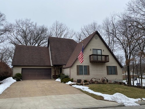 Beautiful Home For Sale Large Lot Just On The Edge Of Town