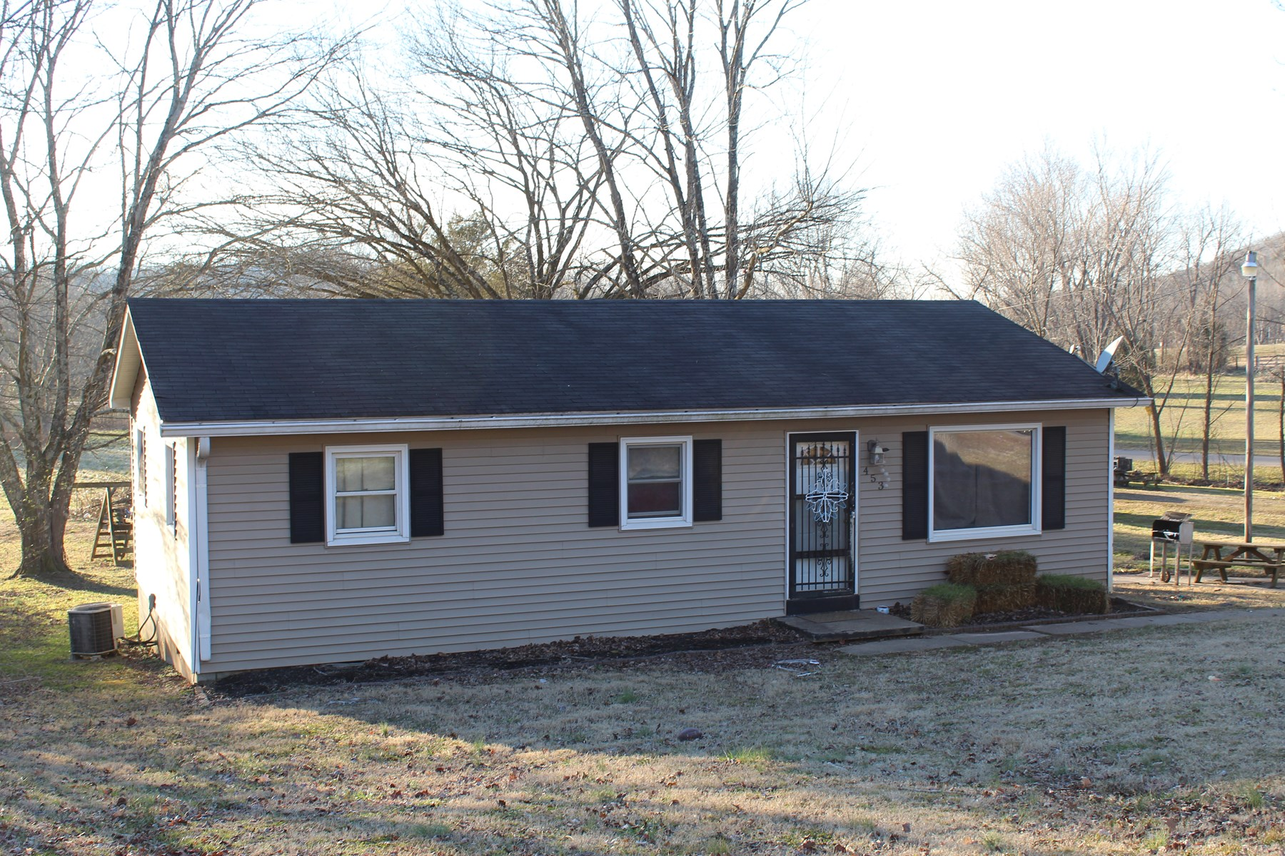 3 Bedroom 1 Bath country home for sale near Bowling Green Ky