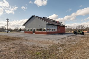 COMMERCIAL BUILDING FOR SALE IN HOHENWALD, TENNESSEE