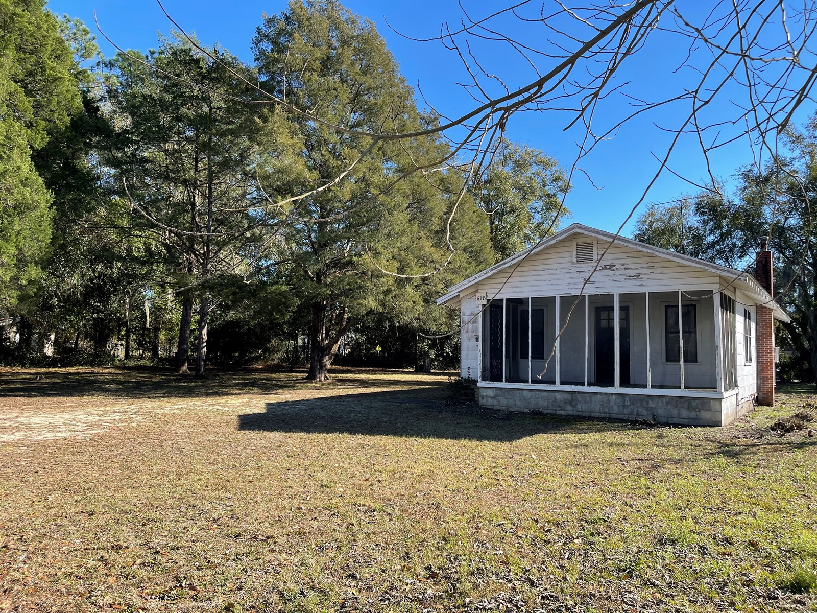 RESIDENCE/OFFICE BUILDING FOR SALE IN LAKE CITY, FLORIDA