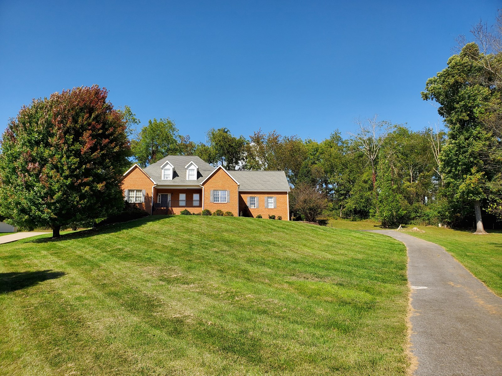 Beautiful Traditional Style House for Sale in Abingdon VA