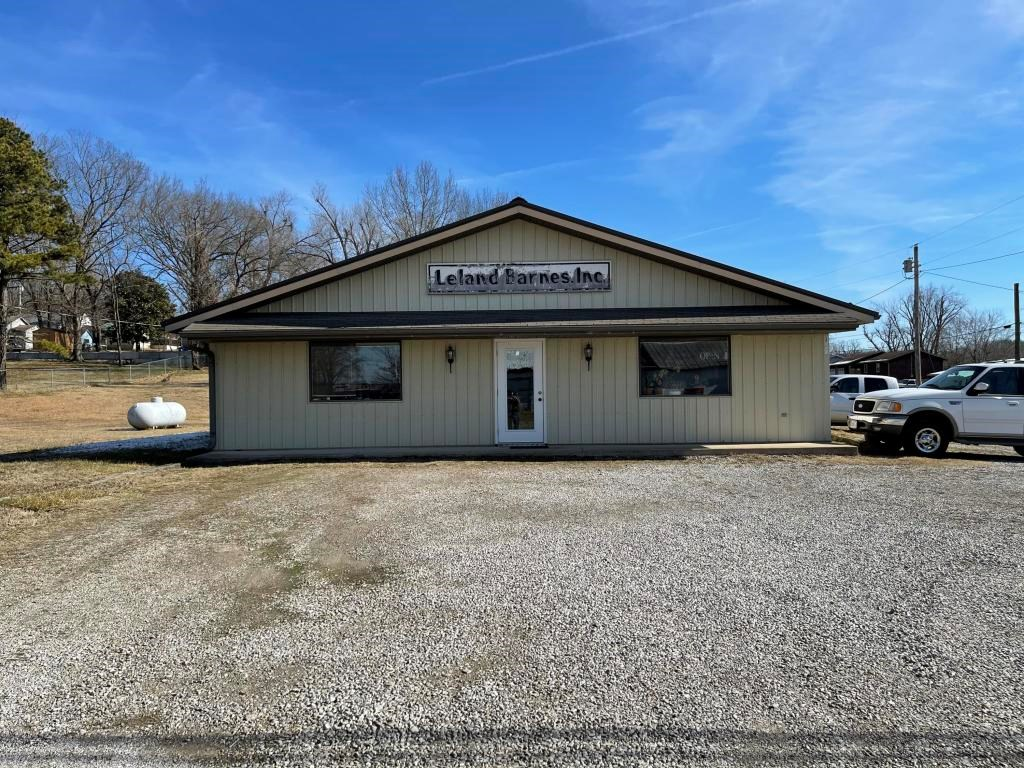 Commercial building for sale in Ava, Mo!