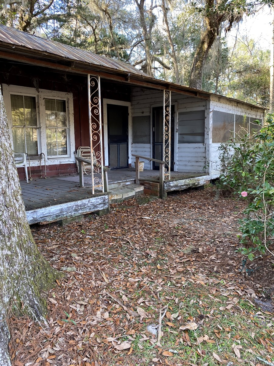 RARE JEWEL: HISTORIC FLORIDA CRACKER HOME