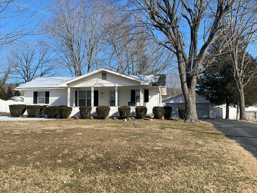 2 bed, 2 bath home with 2 car detached garage in Pilot Knob