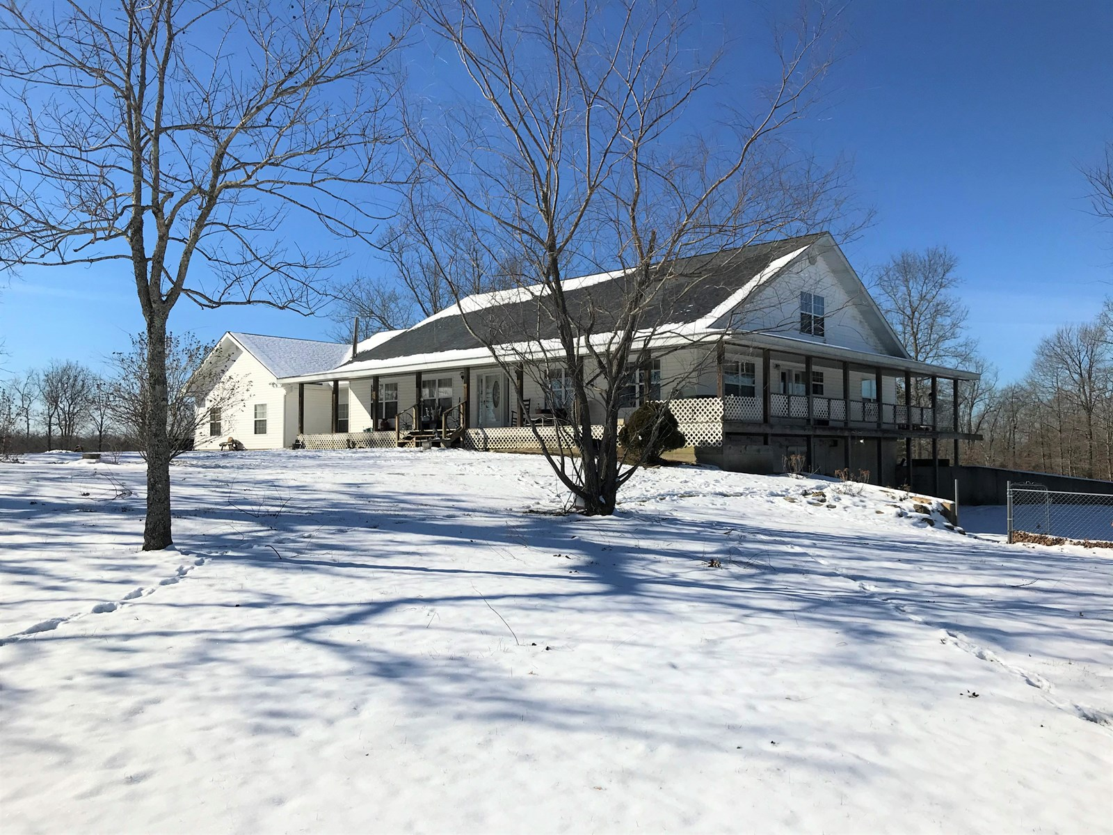 Country home with land for hunting Dent County Missouri