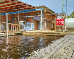 SUWANNEE FLORIDA - GULF OF MEXICO -  COMMERCIAL MARINA