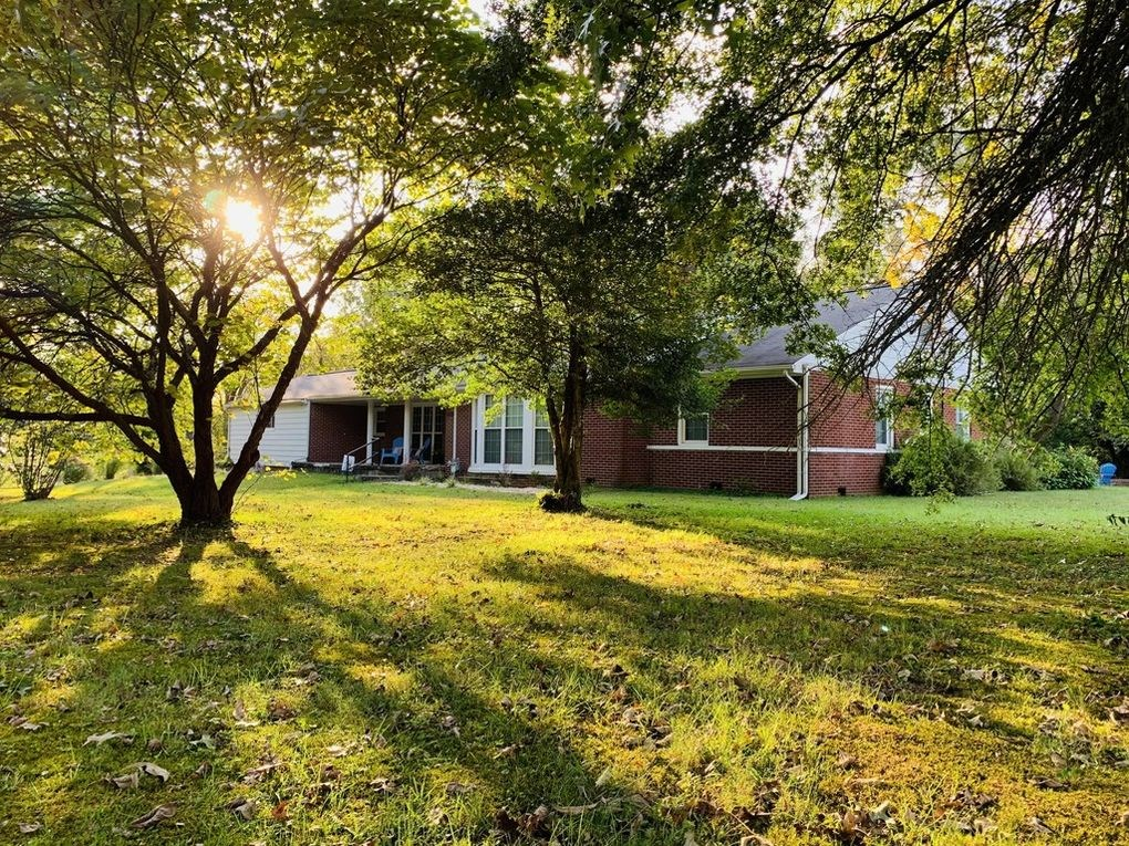 4 BED BRICK RANCH-SPACIOUS ROOMS-GREAT LOCATION/LIBERTY, KY.