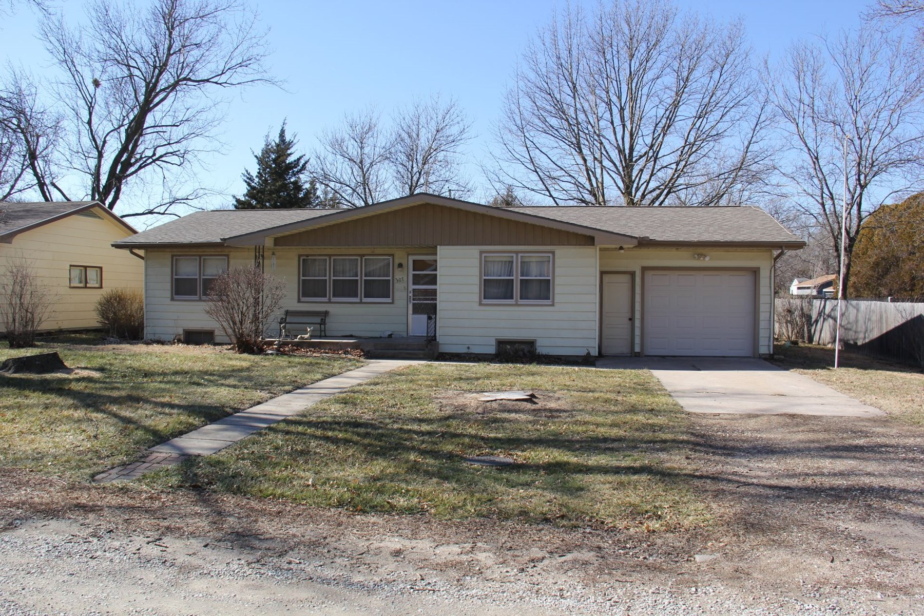 GOESSEL, KS HOME & CONTENTS FOR SALE AT INTERNET AUCTION