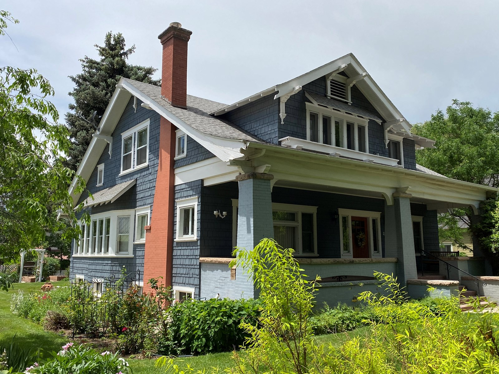 Historic home in Paonia CO has 8 bedrooms, guest apartment