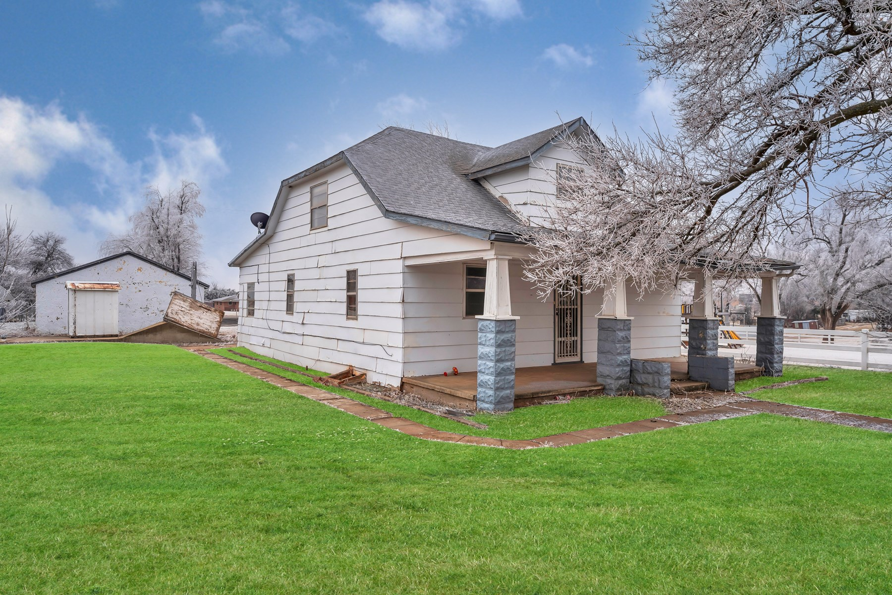 HOME FOR SALE IN DEWEY COUNTY