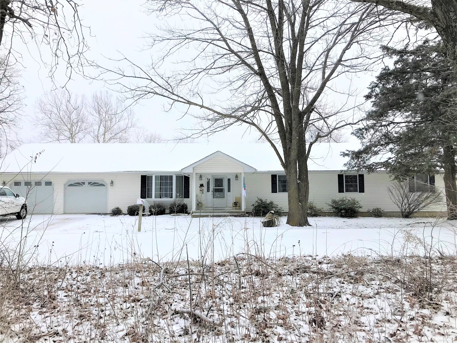 4 Bedroom, Ranch home outside of city limits!