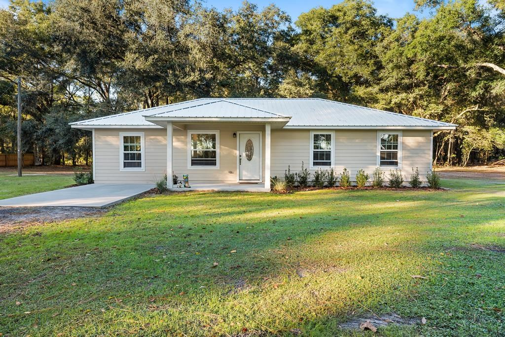 3/2 NEARLY NEW 1,333 sq.' HOME ON 4.06 ACRES IN BELL, FL