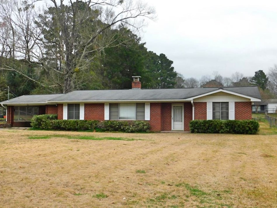 3 Bed, 2 Bath Brick Home in Town for Sale SW MS
