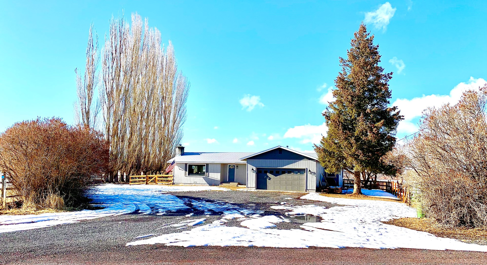 GREAT HOME JUST OUTSIDE OF BURNS WITH 5+ ACRES