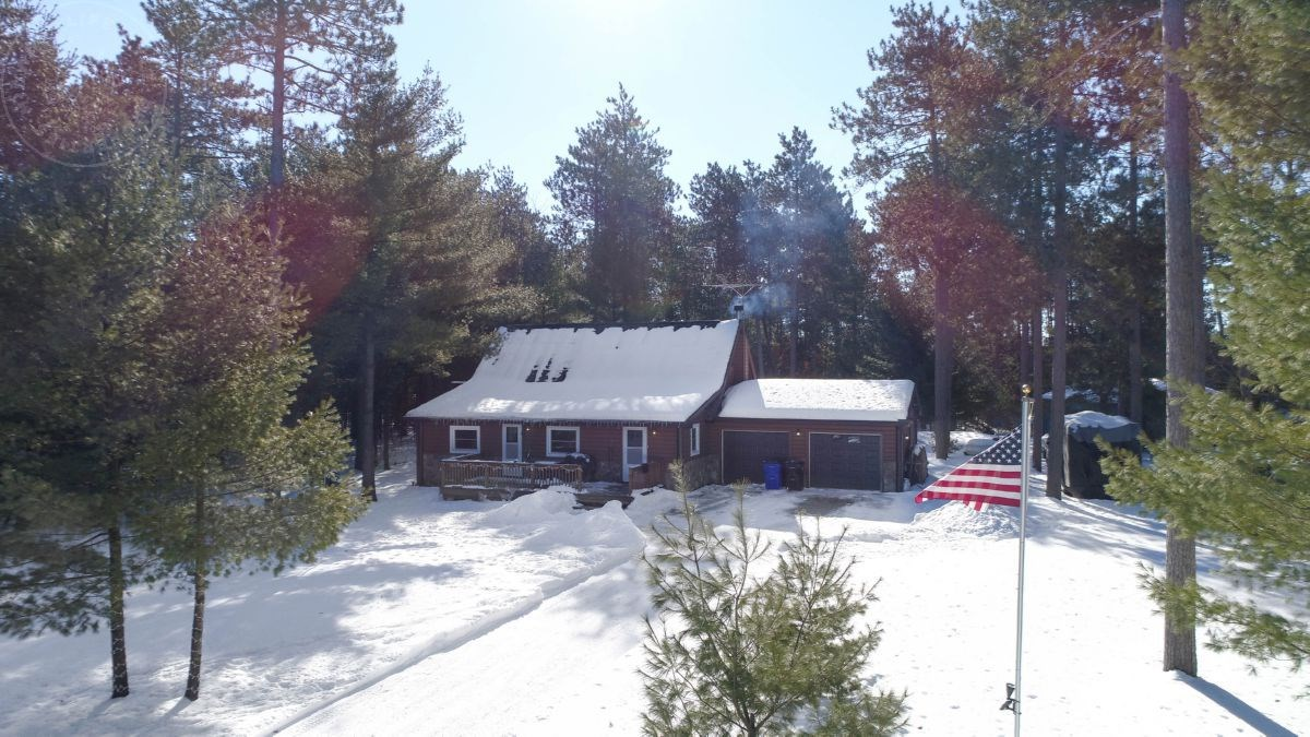 Cabin in the Woods for Sale in Adams County, WI