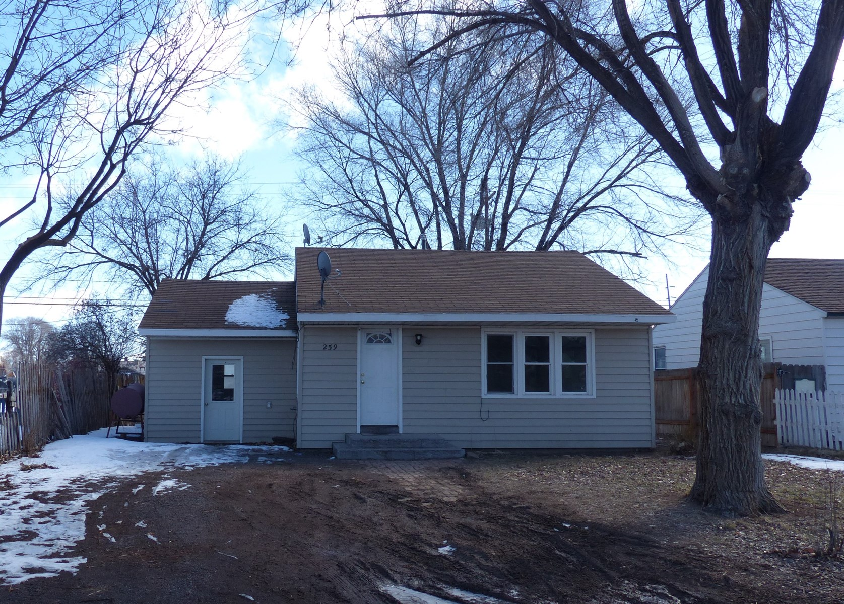 CHARMING 2 BEDROOM HOME IN HINES