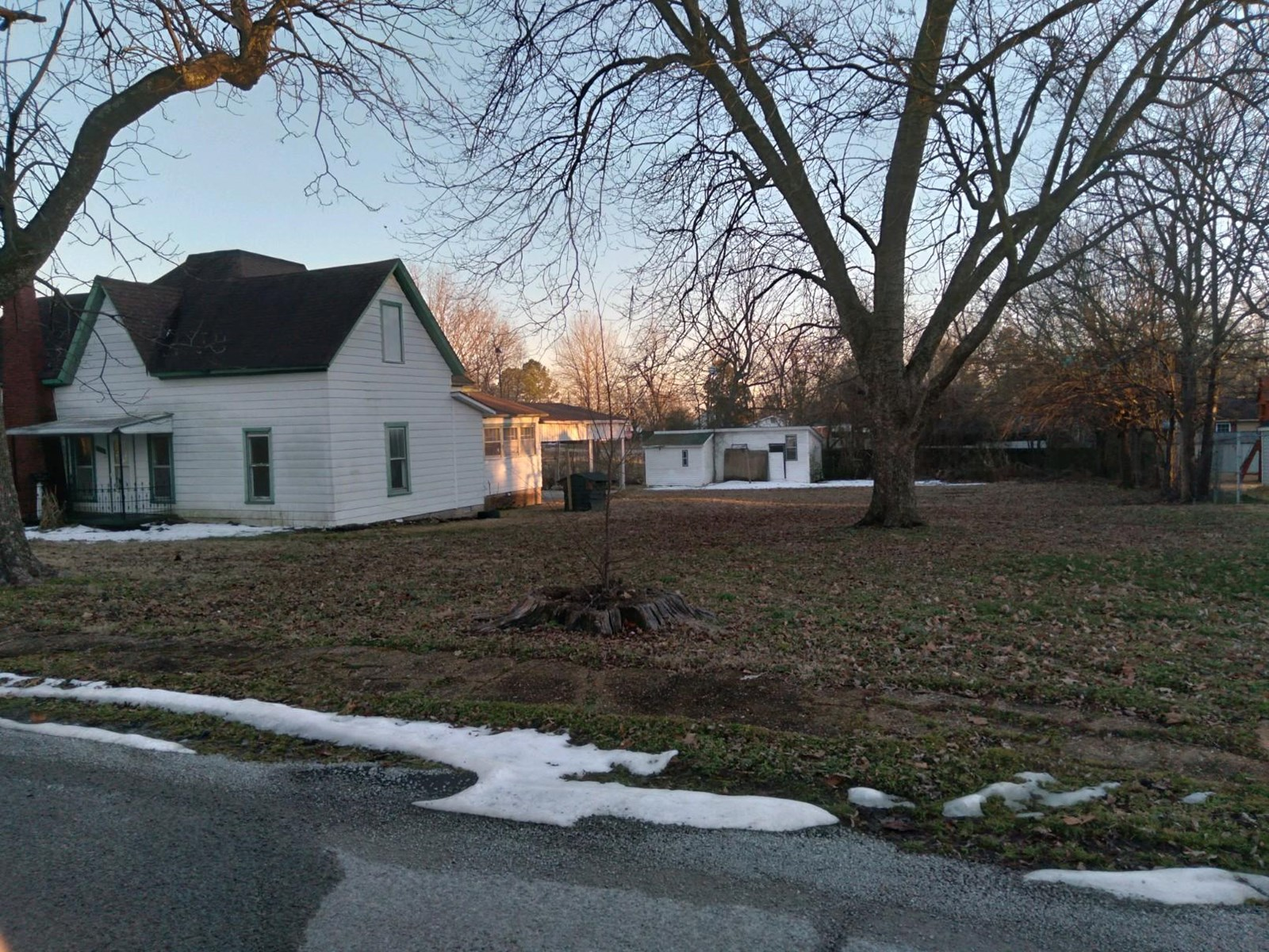 Home in town, 2 bedroom, 2 bath, Clay County.