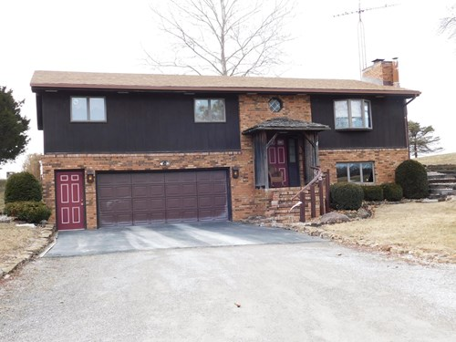 Immaculate 3 BR, 2.5 Bth on edge of town with country view.