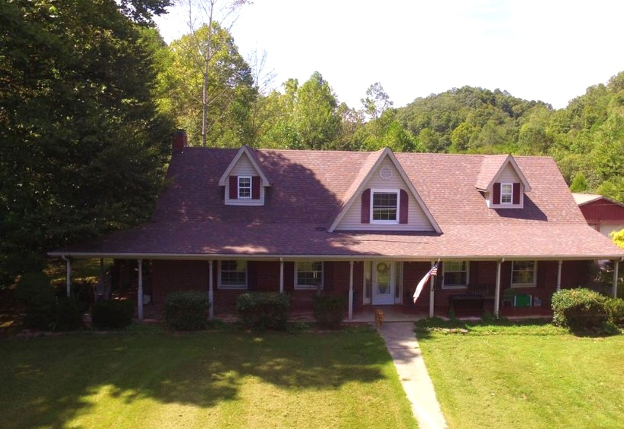 4 Bed 3.5 Bath Country Home 19.77 acres with Barn